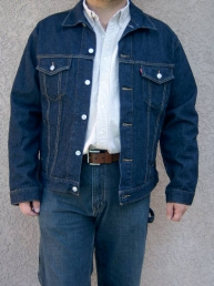 Levis Standard Fit Trucker Jacket. Dark Denim.